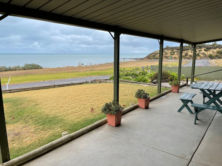 The Hideaway  Spectacular Seafront Holiday Home