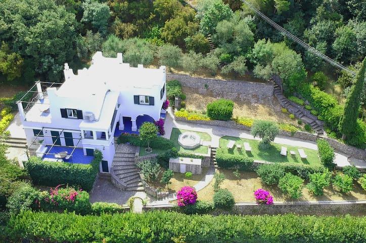 Villa Claudia - Lovely villa with Jacuzzi hot tub