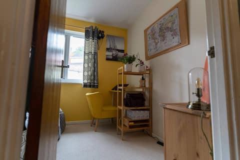 Comfy room close to St Davids St
