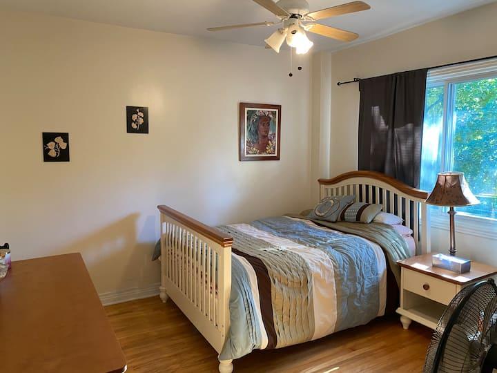 Belle grande chambre dans maison privée