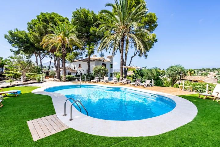 * Mediterranean Villa with Views