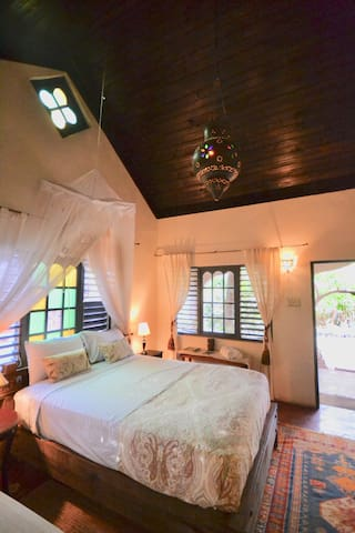 Beautiful Moroccan Villa, Katamah Treasure Beach
