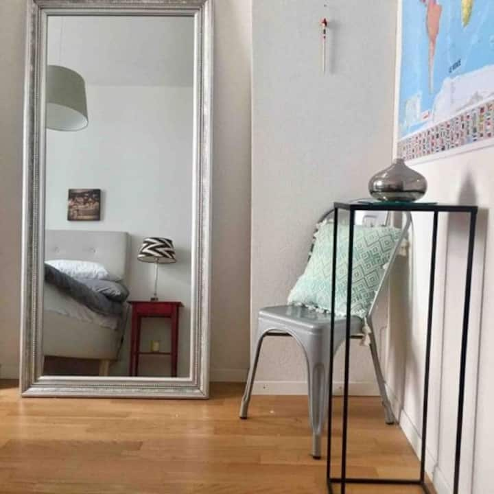 Private double room in cosy city apartment
