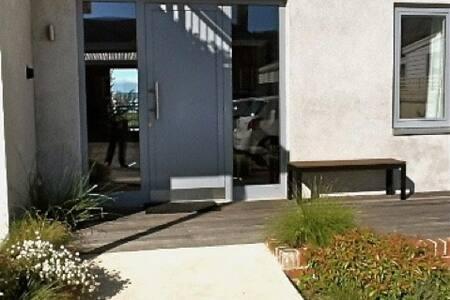 entrance door is 100 cm wide ( 1 meter) no hall way  all doors inside 100 cm wide ( 1meter)