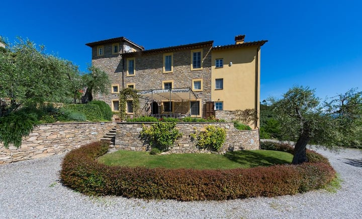 Luxury 6-bed Tuscan villa near Lucca and Pisa