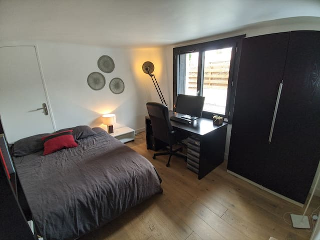 Chambre 2/Bedroom 2 (RDC)
