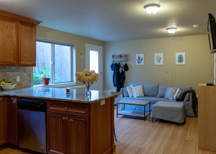 Live like a PDX local in this private apartment!