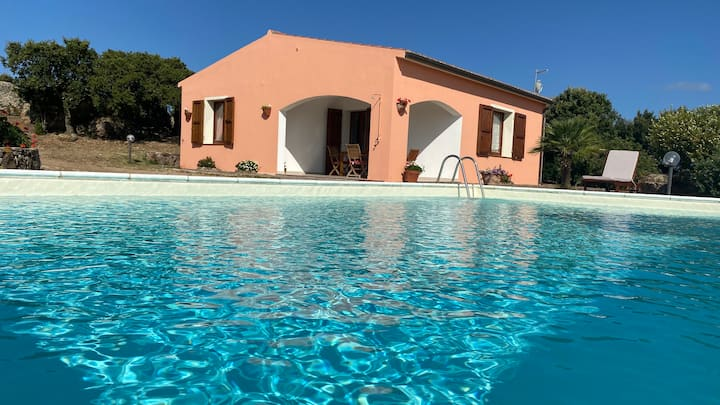 Independent house with private pool and tennis