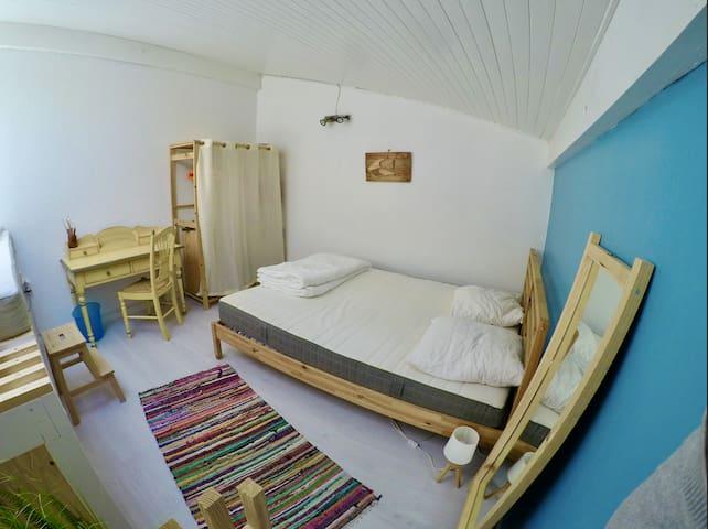La chambre , équipée de deux lits en 160X200.