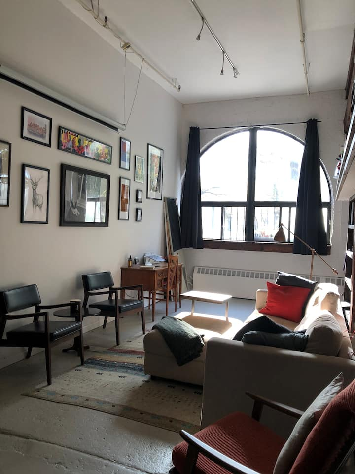 Private Room in Shared Loft with Courtyard!
