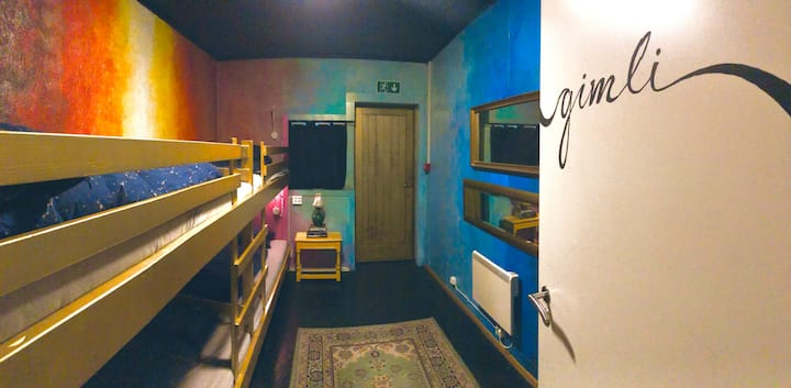Gimli - 4 person artsy room @The Freezer