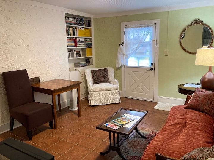 Wright Cozy Guest Suite in 5 Points!