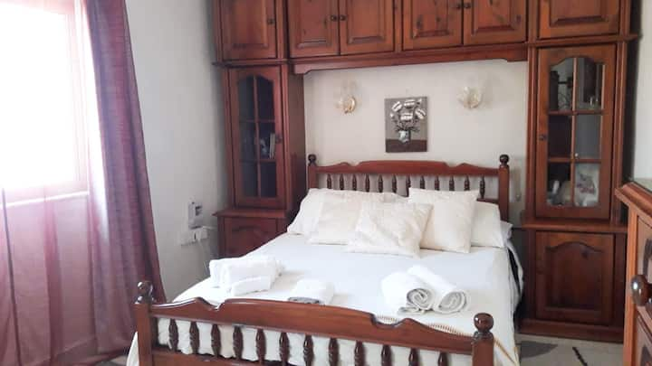 Large room w. balcony close to Mdina - B&B