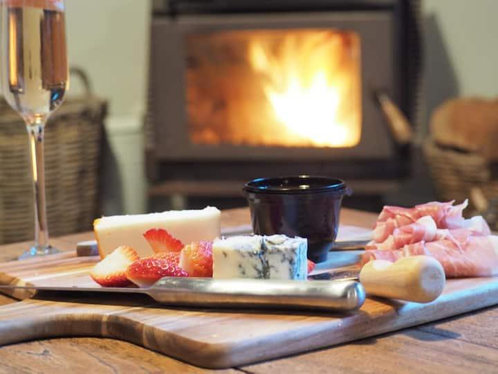 Lark Cottage - Relaxing Retreat