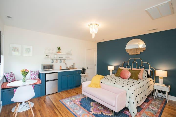 Charming 💫 Sylvan Park Private Guest Suite
