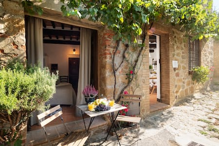 Romantic Tuscan House (6 persons)