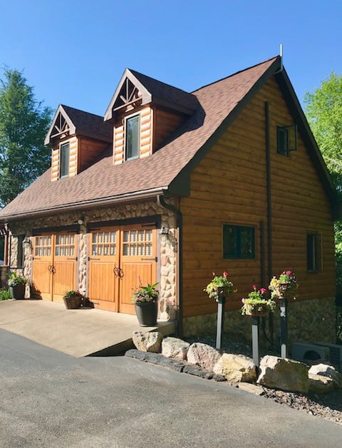 Casa de huéspedes de la cabaña de madera