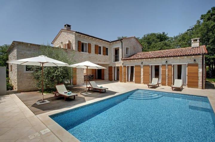 5* Banistra Villa, 9.000m2 Garden, 300m from beach
