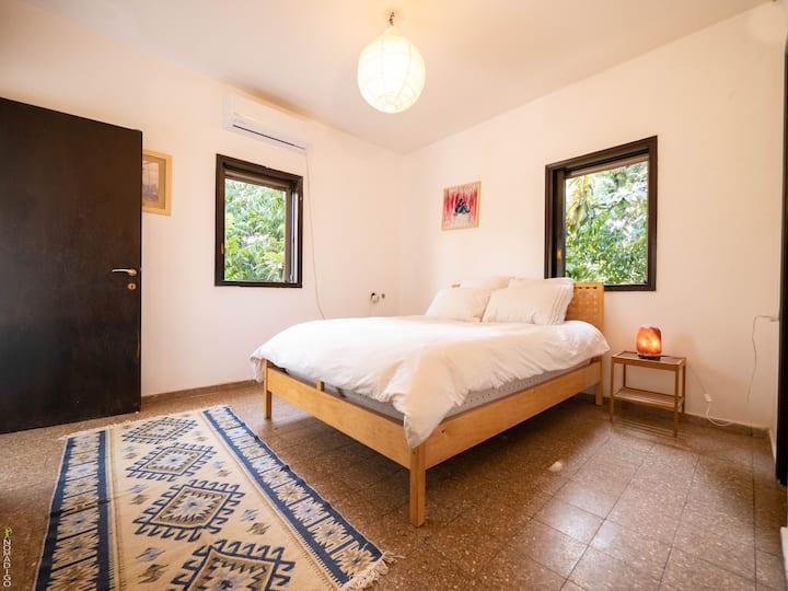 Room in Vila By The Sea w/ Garden Near University