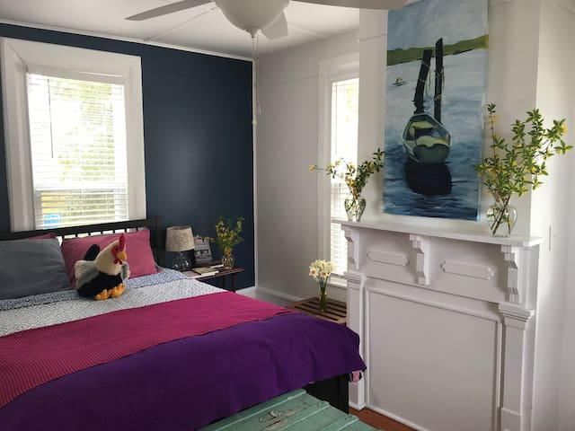 Your private room with Queen bed and ceiling fan.