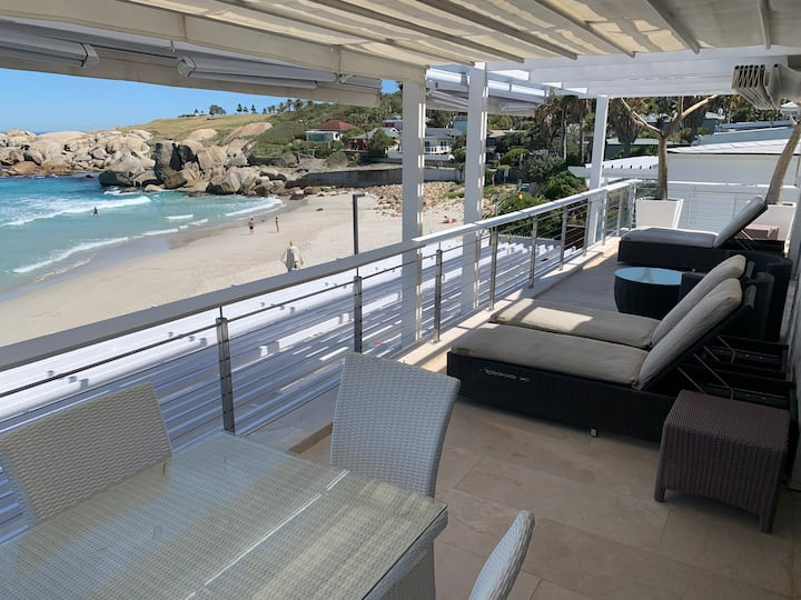 Glen Beach Penthouse On the beach in camps bay