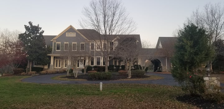 Elegant Home close to town