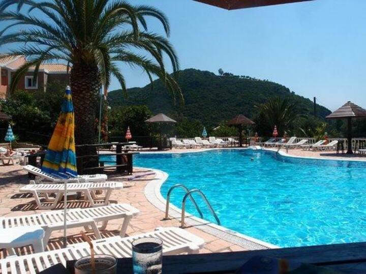 Panoramic Studio for 2 shared pool, near the beach