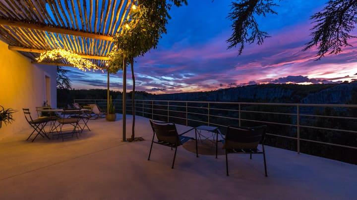Le 180 à Balazuc : gîte panoramique avec jacuzzi