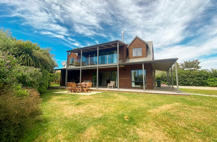 Stunning Lakefront View 5 Bedrooms - 15m to Wanaka
