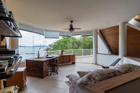 Casa a beira mar em Condomínio Marítimo!