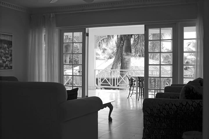2 Bedroom Large Apartment/Villa