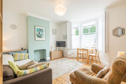 Cosy flat in a cosmopolitan area