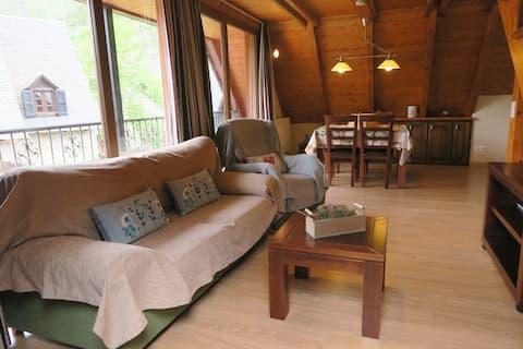"Romantic Duplex with ""Liat"" view"