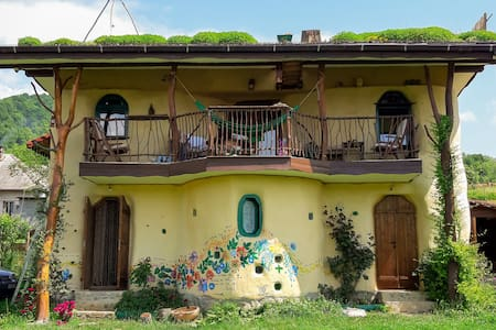 "Strawbale ECO cottage ""Popasul Verde"""