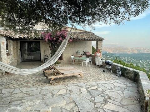 Byhus, fantastisk utsikt över Rivieran