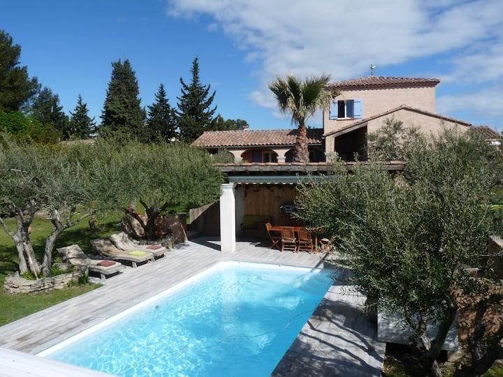 villa Le Clos des Oliviers proche Avignon 6 pers
