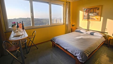 "Vineyard Studio Apartment *** ""breathtaking Views"""