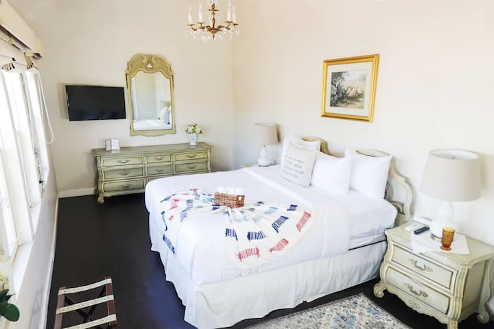 Villa Adelina  Rose Room #
