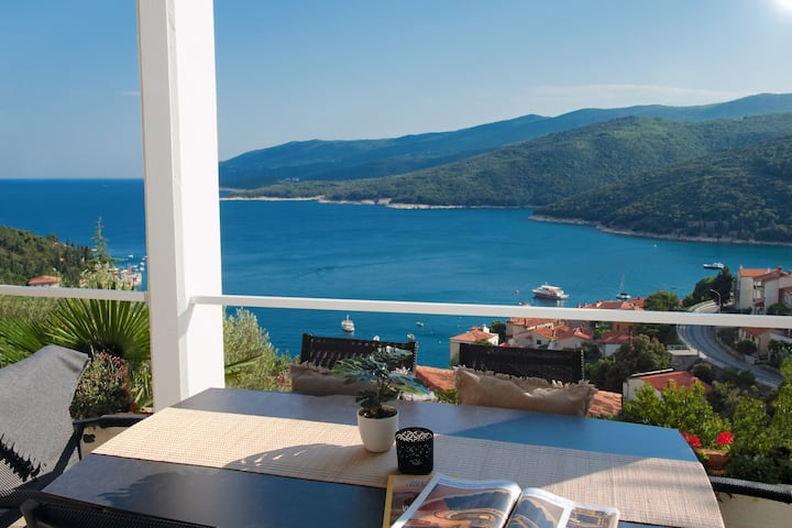 Design apartment Lillian with a beautiful sea view