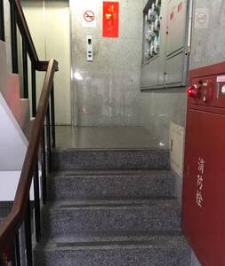 一樓大門到電梯