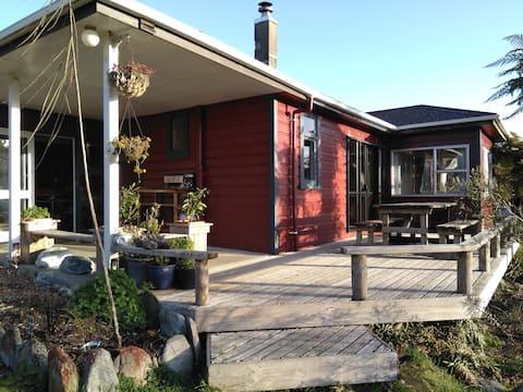 Pukekura Lodge Holiday Home