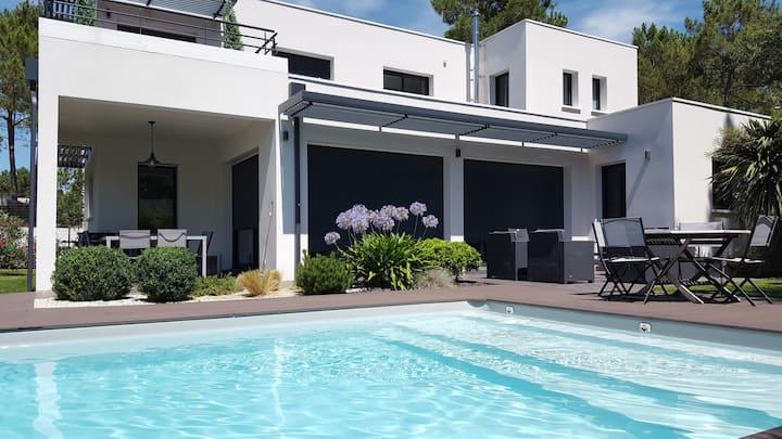 Maison contemporaine avec piscine à La Palmyre