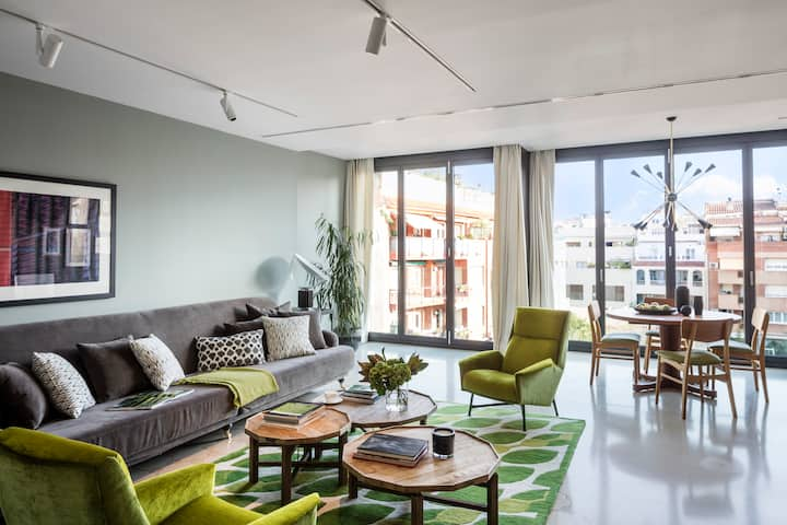 Premium apartment with pool and gym in Barcelona