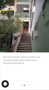 No hay accesibilidad para sillas de ruedas,  es un tercer piso y se deben subir varias escaleras.