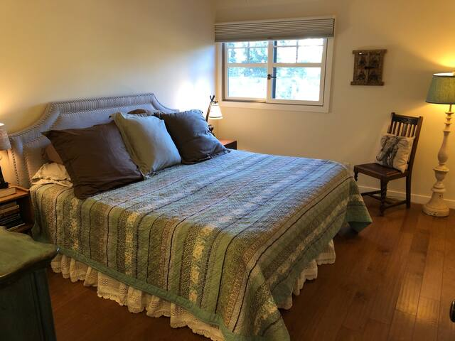 Bedroom 2- King bed