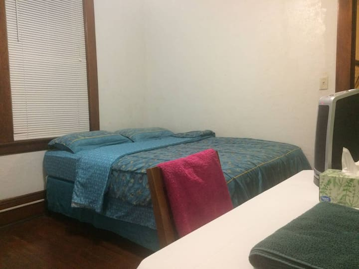 Comfy room in Little Italy/ 3 & 7 day discount!