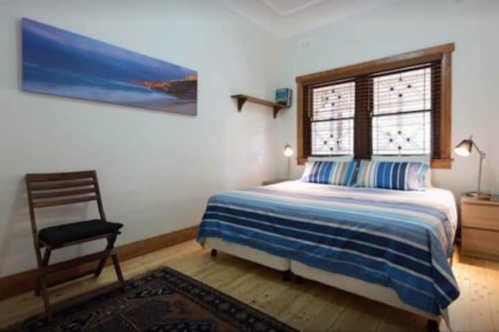 Enjoy a Coogee coastal walk- 1 b/room private unit