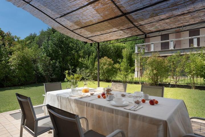 Villetta con giardino 3 camere, 9 posti letto