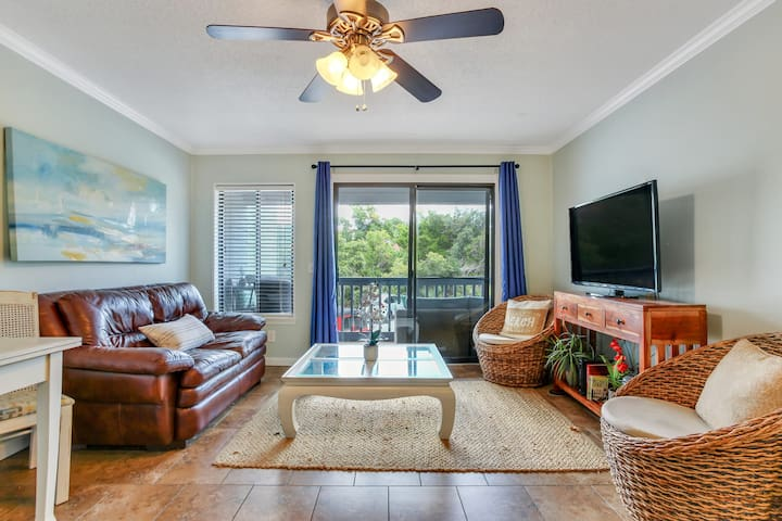 Adorable 1BR King Condo w/Beach AND Pool!