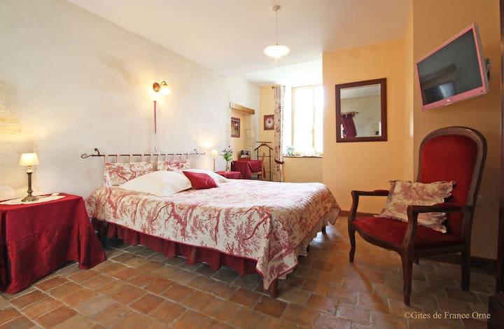 Chambre, s d'eau, terrasse. Manoir XV° s.